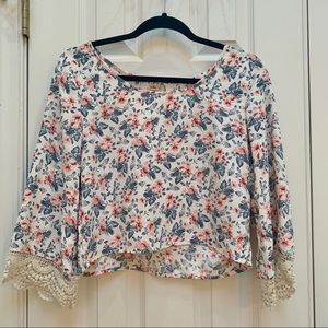Hollister white floral top with cream lace S